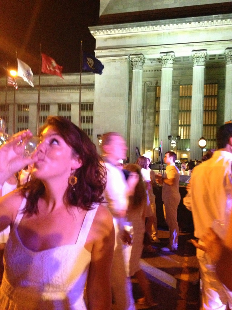 Drinking wine on JFK Blvd at Diner En Blanc 2013 // Her Philly