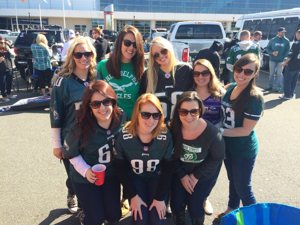 What to wear to an Eagles game // Her Philly